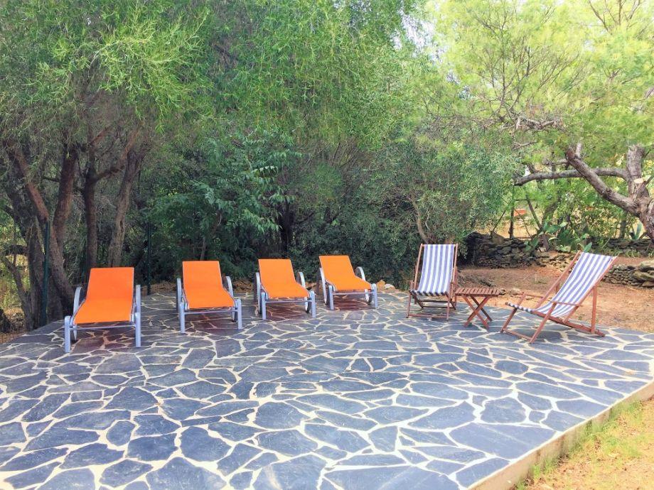 Ferienhaus casa navarra roses mas fumats firma dp for Gartengestaltung schattiger garten