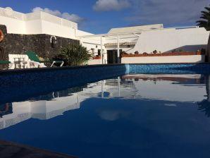 Traum schlafzimmer mit pool  Ferienwohnungen & Ferienhäuser auf Lanzarote mieten - Urlaub auf ...