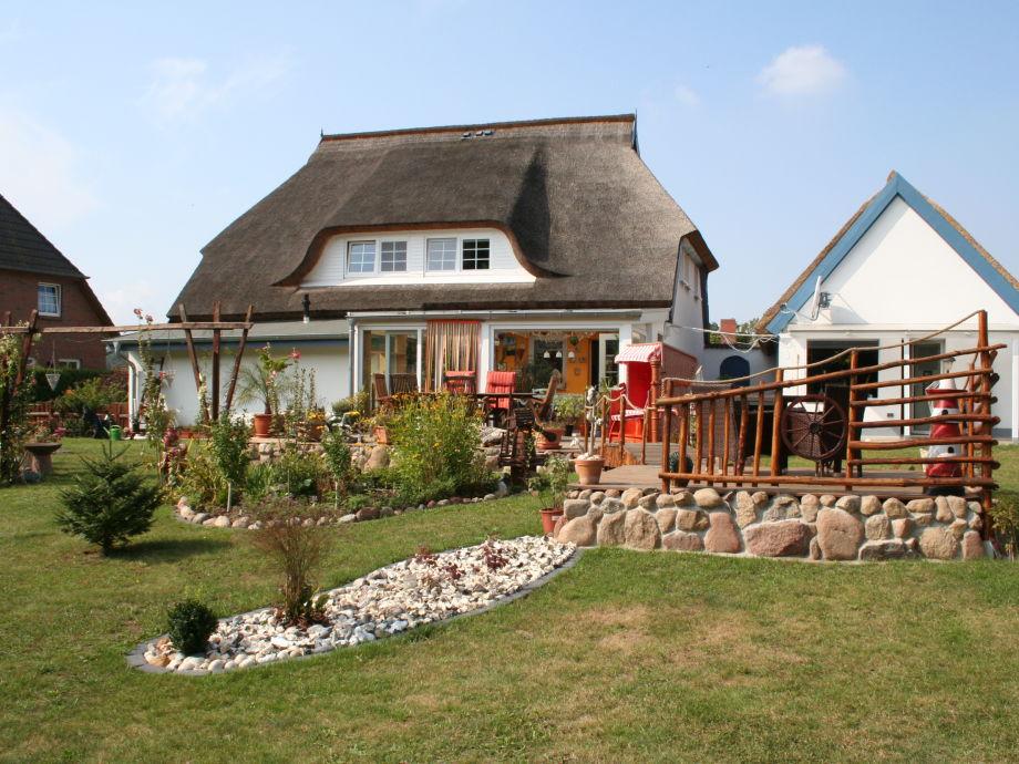 Gartenansicht der Ferienwohnungen im Landhaus