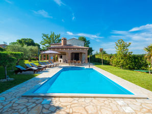 Villa Home Story