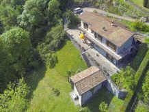 Ferienhaus mit großer Terrasse und Seeblick