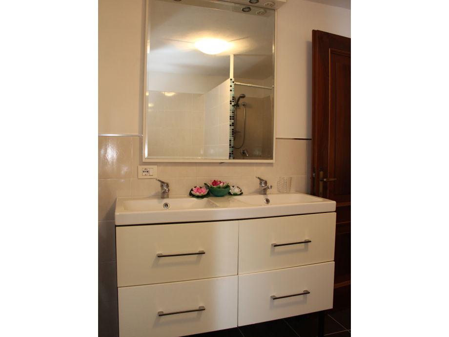 ferienwohnung felice san felice del benaco gardasee firma garda fewo frau anna galeazzi. Black Bedroom Furniture Sets. Home Design Ideas