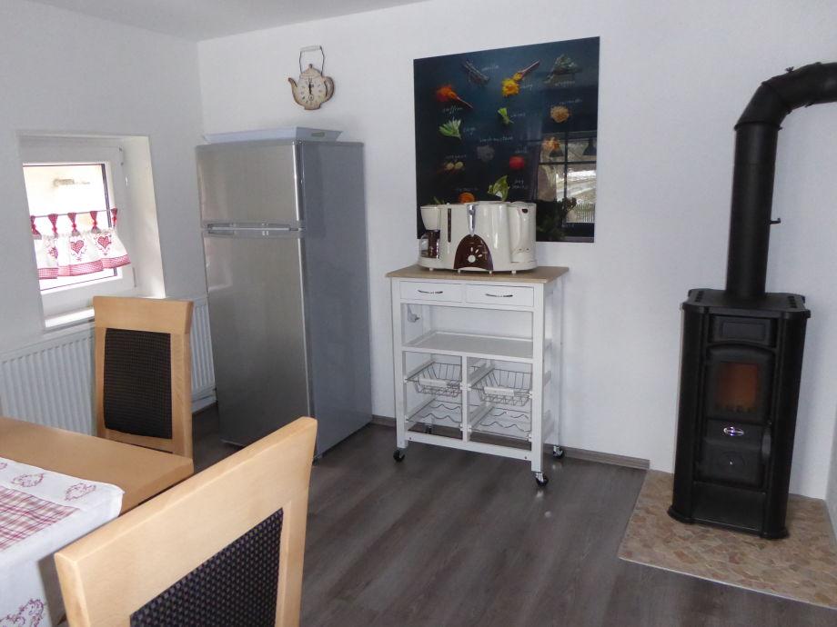 Küchenbereich mit Kaminofen