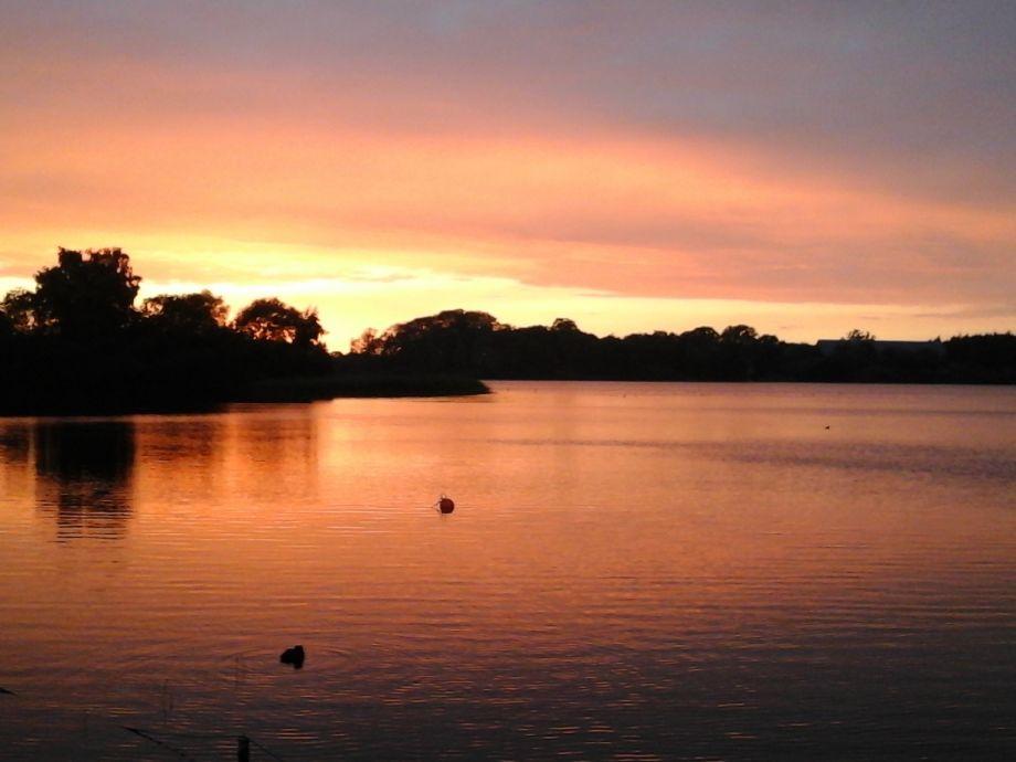 Traumhafte Sonnenuntergänge am See