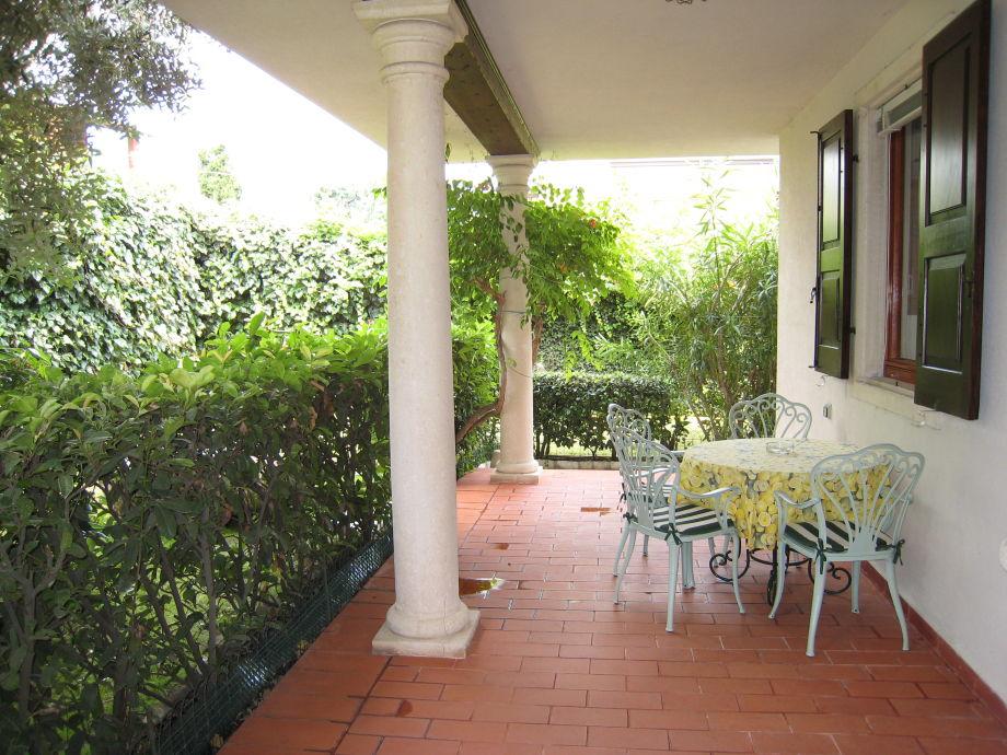 ferienwohnung in der villa christine garda lago di garda ost region venetien firma ihr. Black Bedroom Furniture Sets. Home Design Ideas