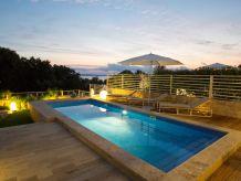 Villa Luxuriöse Villa am Meer mit beheiztem Pool