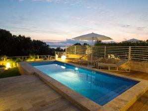 Luxuriöse Villa am Meer mit beheiztem Pool