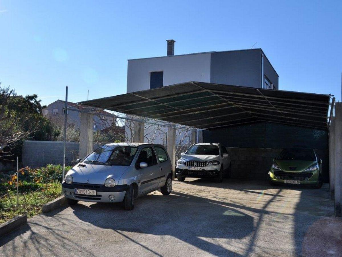 Ferienwohnung angela zadar nord dalmatien firma anna for Garage tours nord