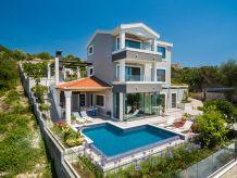 Ferienhaus Luxuriöse 5 Sterne Villa mit Pool