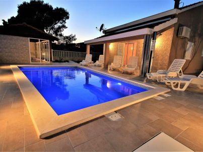 Relax house with pool