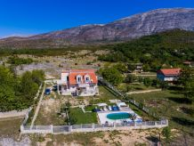 Holiday house Charming country house with pool