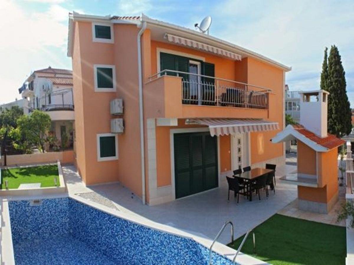Ferienhaus Schönes Haus mit Pool 150 m vom Meer entfernt, Okrug ...
