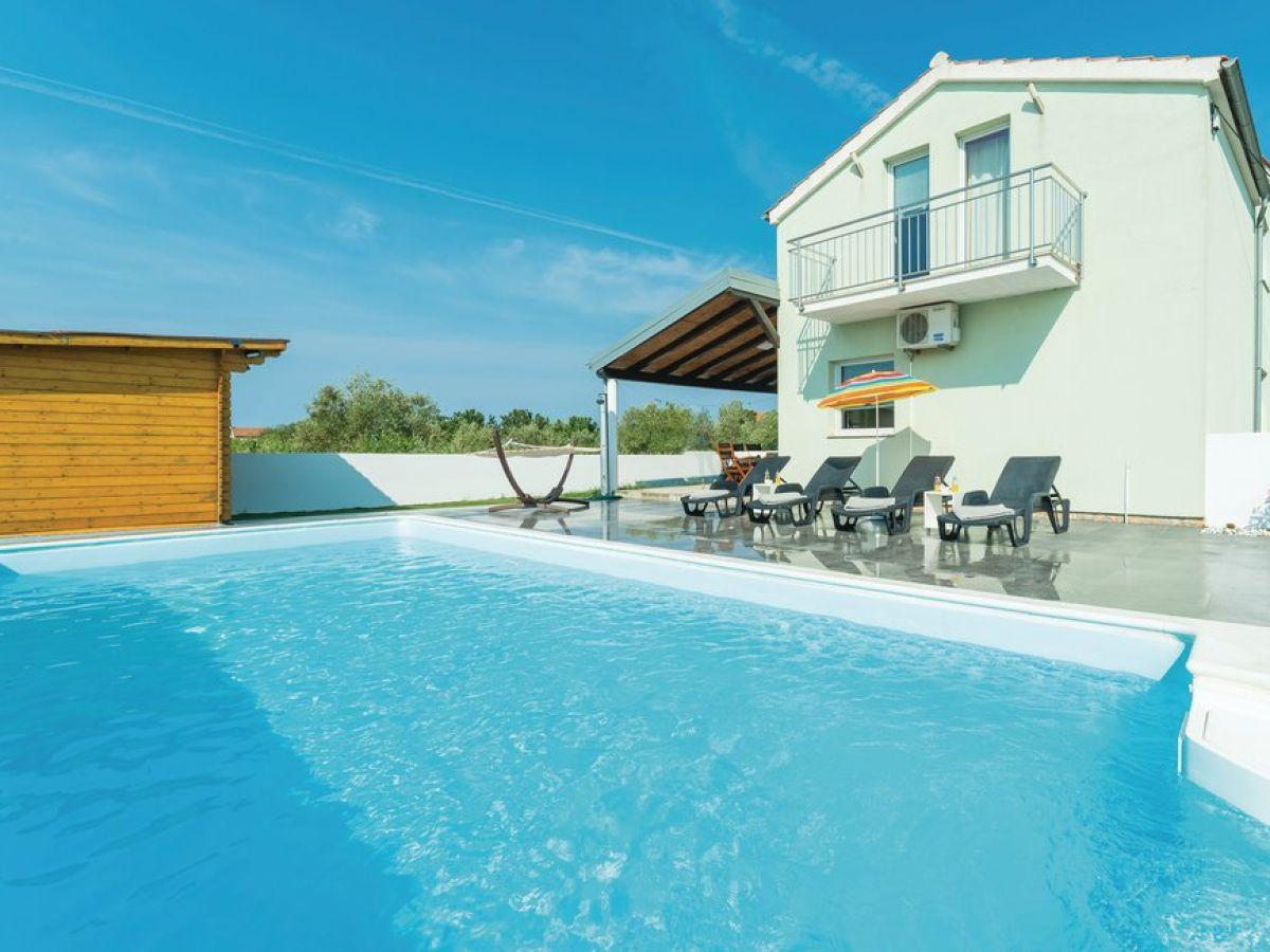ferienhaus mit pool und sauna dalmatien firma larus mr mate pazanin. Black Bedroom Furniture Sets. Home Design Ideas