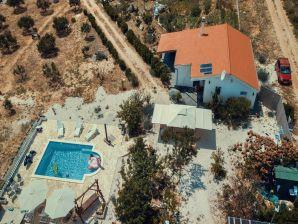 Kleines charmantes Ferienhaus mit Pool