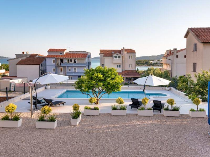 Ferienhaus mit Pool in der Nähe vom Resort