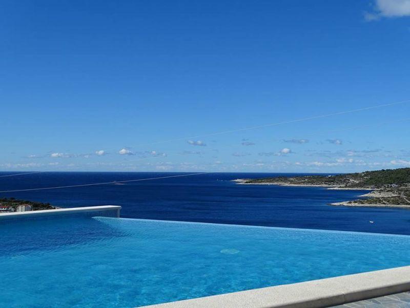 Ferienhaus mit Pool und fabelhaftem Ausblick