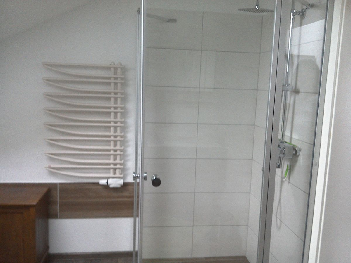 Ferienwohnung hof luetjeweg osteel frau andrea hartwig for Badezimmer ebenerdige duschen