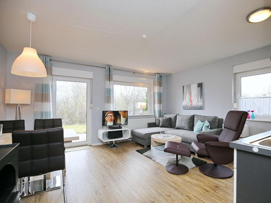 Blick in den Wohn- Essbereich mit Küchenzeile