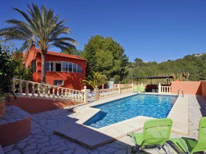 Villa Enzo - Próxima a todo servicio y playa