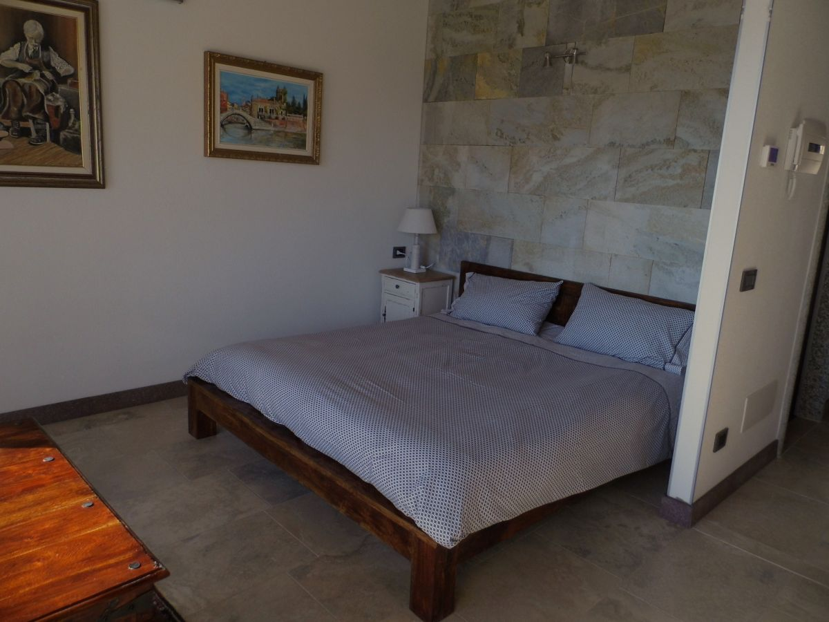 ferienwohnung falco cascina borchina lago maggiore lombardei italien frau bettina zladrow. Black Bedroom Furniture Sets. Home Design Ideas