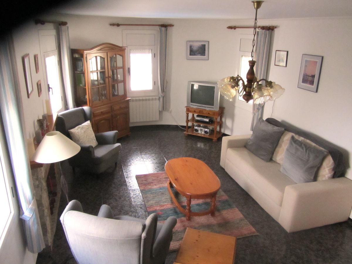 Villa paloma mit pool costa dorada familie i m klink for Wohnzimmer sitzecke