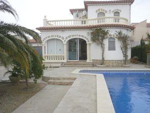 Villa Paloma mit Pool