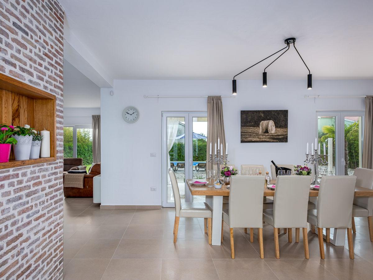 villa lavandula mit swimmingpool labin firma casa fortuna ferien frau sonja postel. Black Bedroom Furniture Sets. Home Design Ideas