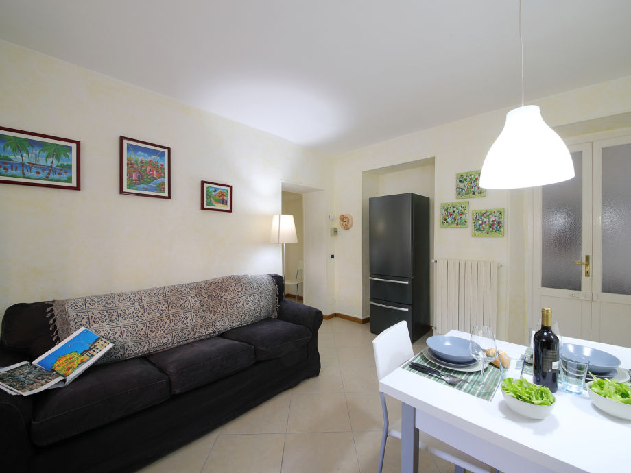 Wohnzimmer mit Schlafsofa für 2