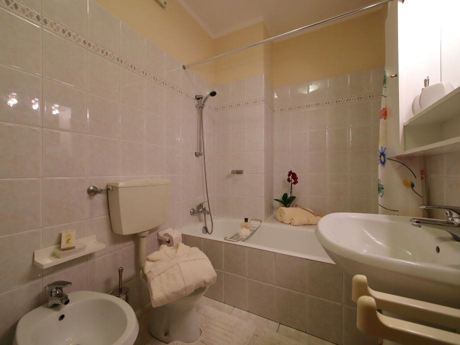 apartment petalo bianco 2181 lago maggiore baveno firma happy holiday homes frau larisse. Black Bedroom Furniture Sets. Home Design Ideas