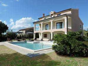 Villa in der Nähe von Porec mit Meerblick