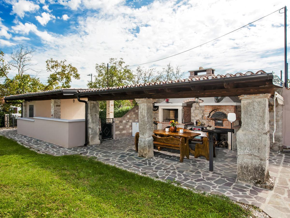 Außenküche Mit Pizzaofen : Villa zajci pićan firma creative tourism industry d.o.o. frau