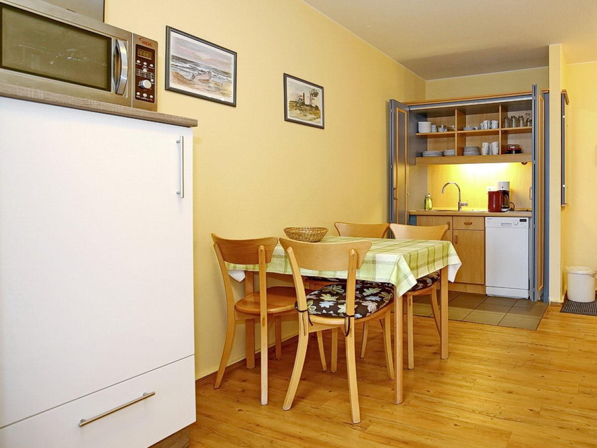 Küchenzeile Mit Kühlschrank : ferienwohnung 8103 in der yachthafenresidenz k hlungsborn ost firma meer f u n gmbh ~ Eleganceandgraceweddings.com Haus und Dekorationen