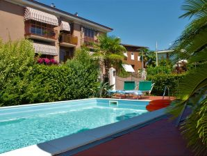 Holiday apartment Garden and Pool in Gardalake
