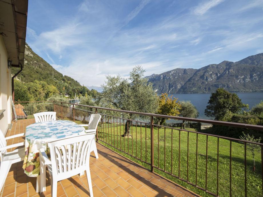 Der Balkon der Ferienwohnung am Comer See