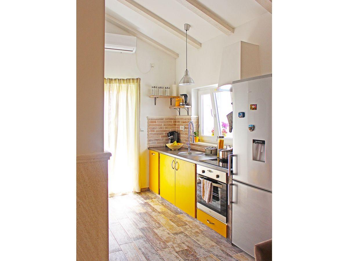 ferienwohnung nenad 4 mit meerblick und strandnah vrbnik insel krk kroatien firma mare. Black Bedroom Furniture Sets. Home Design Ideas