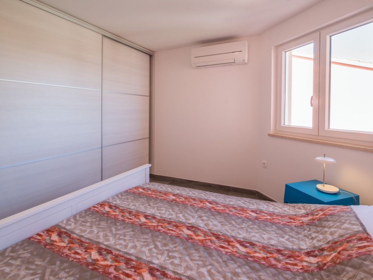 ferienwohnung una mit wundersch nem meerblick vrbnik insel krk kroatien firma mare tours. Black Bedroom Furniture Sets. Home Design Ideas