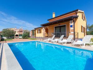 Ferienhaus Magrini mit Pool