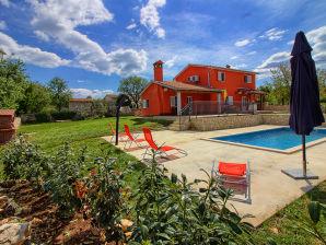 Villa Marina mit Pool