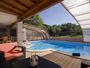 Villa Penelopa mit Swimmingpool