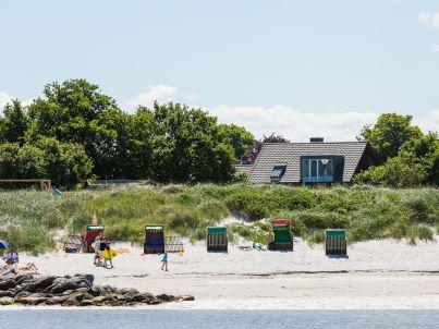 im kleinen Strandhaus Stein