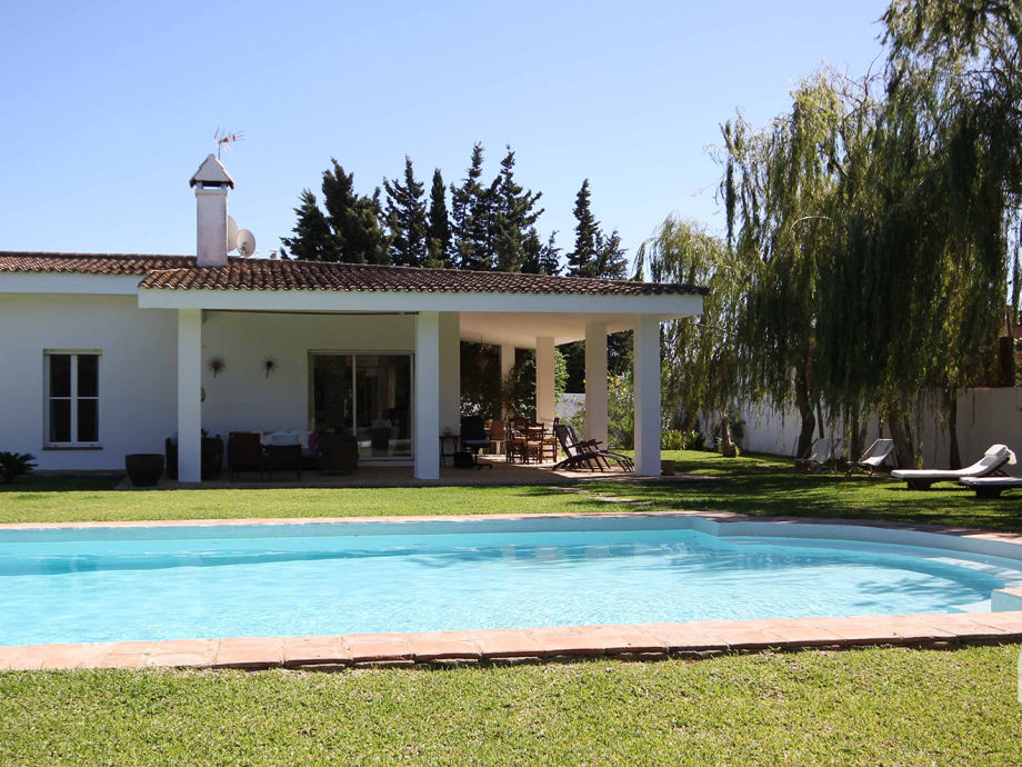 Luxury villa with private pool in Roche Viejo, sleeps 8
