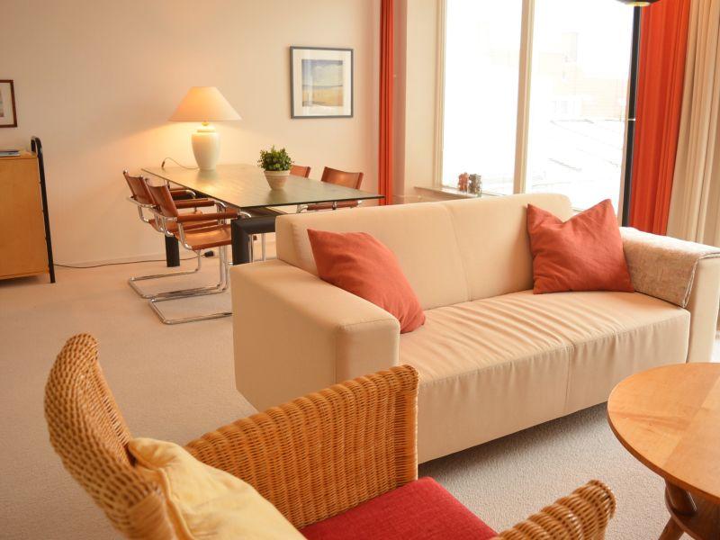 Ferienwohnung (DU121) Geräumige und helles Apartment
