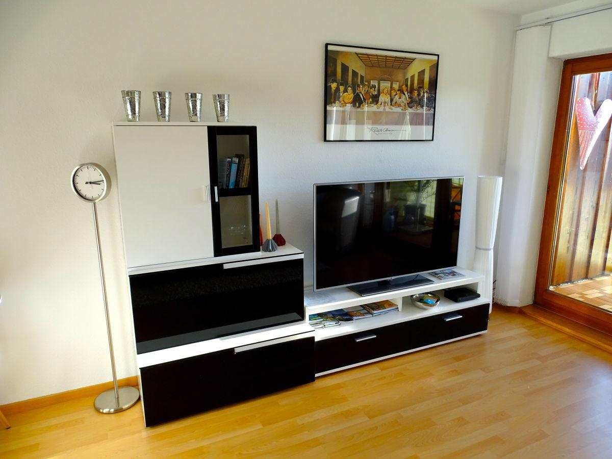 Ferienwohnung seeperle 2 stetten bodensee herr maximilian schiller - Fernseher wohnzimmer ...