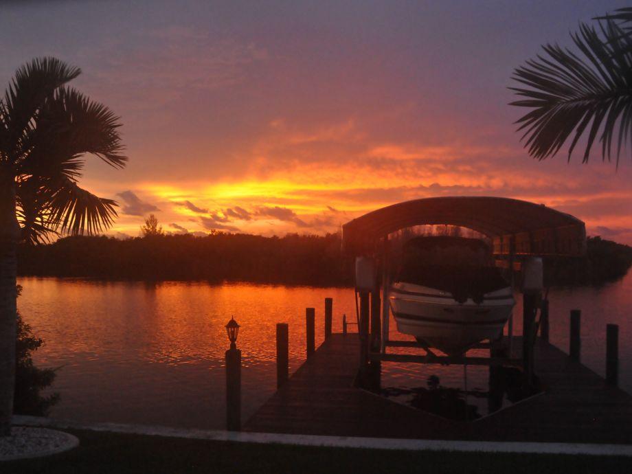 Sonnenuntergang an unserem Bootsdock