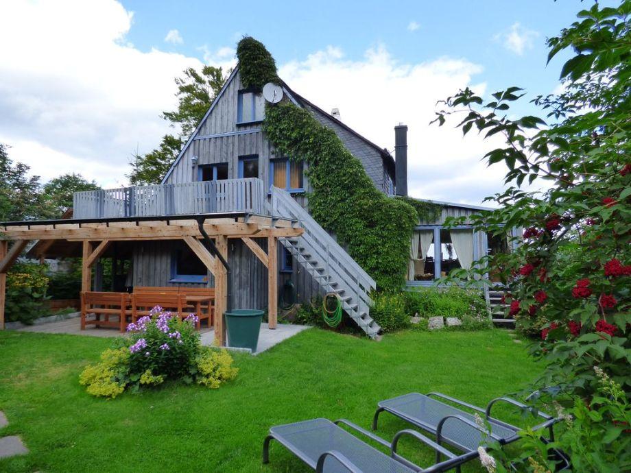 Garten mit Terassendach