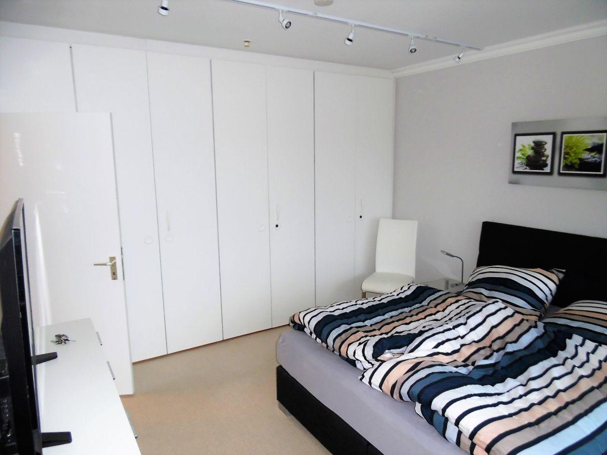 Ferienwohnung moderne ecksuite 28 stock ostsee l becker bucht travem nde herr kirsten - Wandschrank schlafzimmer ...