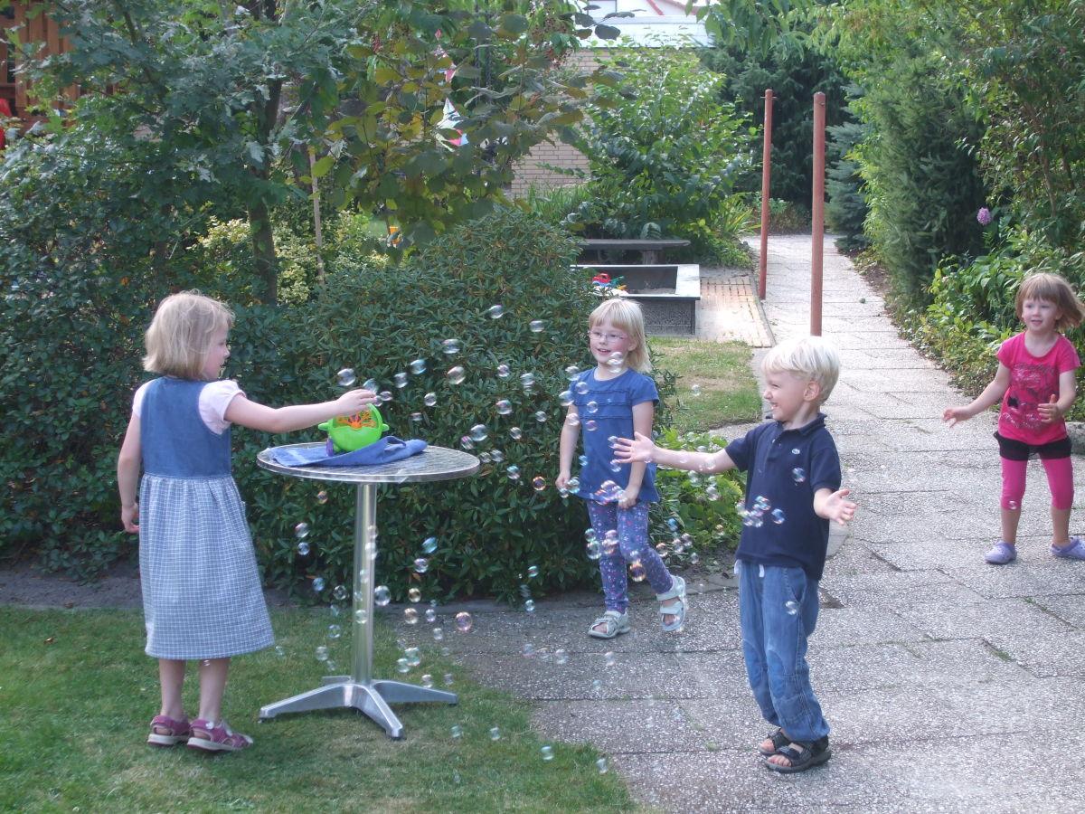 Ferienwohnung nr 2a og familie c meyer l neburger heide familie carsten meyer - Kinder im garten ...