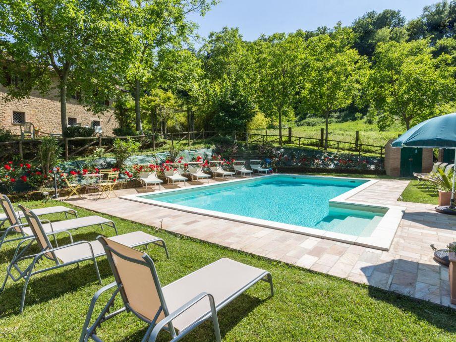 Villa and swimmingpool
