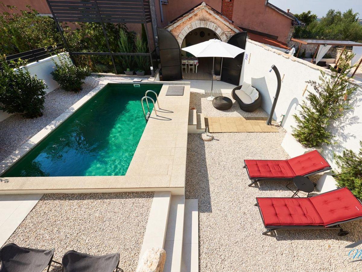 Sommerküche Im Garten : Freistehende villa mit eigenem pool garten sommerküche und