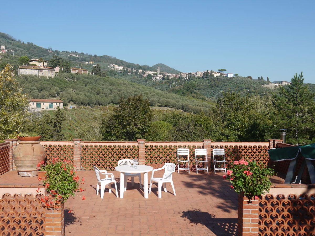 Villa il boschetto lucca toskana firma friends of for Schaukelstuhl terrasse